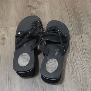 Small wedge sandals